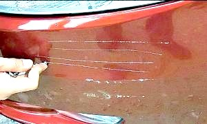 Як зафарбувати подряпину на машині?
