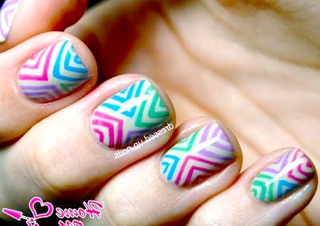Фото - стильна абстракція на коротких нігтях