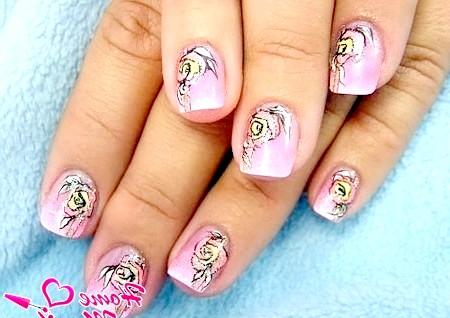 Фото - красивий квітковий малюнок на маленькі нігті