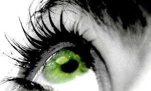 Який колір волосся підійде до зеленим очам: радять стилісти