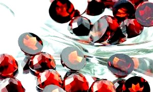 Камінь гранат: магічні властивості і легенди