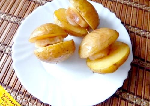 Фото - Картопля з салом в духовці