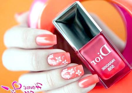 Фото - соковитий дизайн нігтів зі стемпинг малюнком