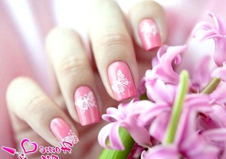 Фото - метелики на нігтях за допомогою стемпінга