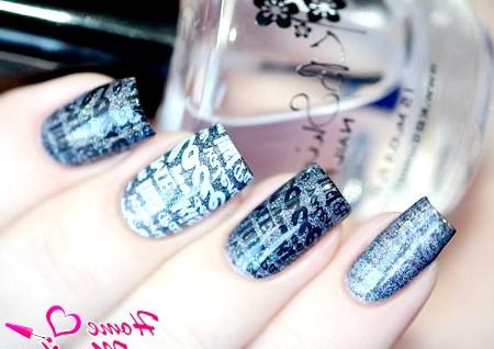 Фото - стемпинг дизайн нігтів з написами