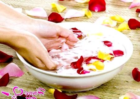 Фото - розпарювання рук у ванні