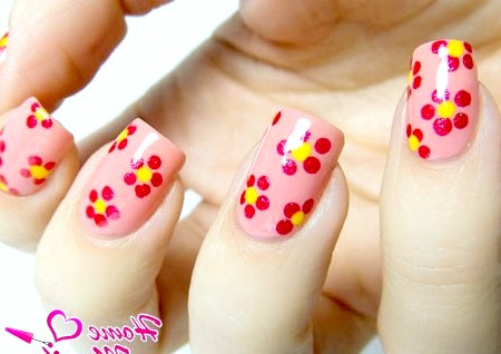 Фото - милий квітковий дизайн нігтів ДОТС