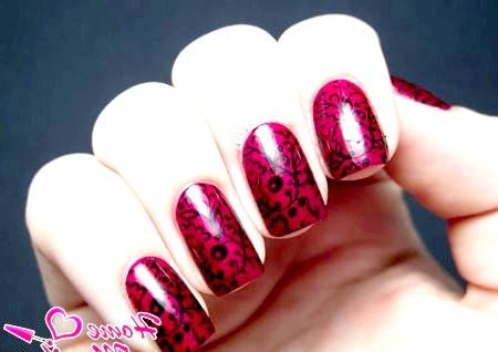 Фото - чудовий чорний малюнок на винних нігтях
