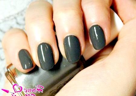 Фото - відтінок мокрого асфальту на нігтях