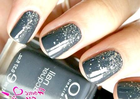 Фото - насичений сірий колір нігтів з ефектом металевої крихти