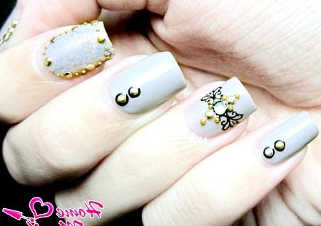 Фото - ніжно-сірі нігті з красивим декором