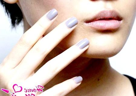 Фото - насичений сірий колір нігтів
