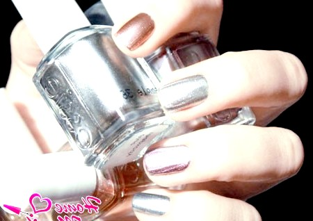 Фото - дзеркальні лаки для нігтів від Essie