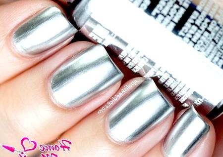 Фото - срібний манікюр з дзеркальним ефектом