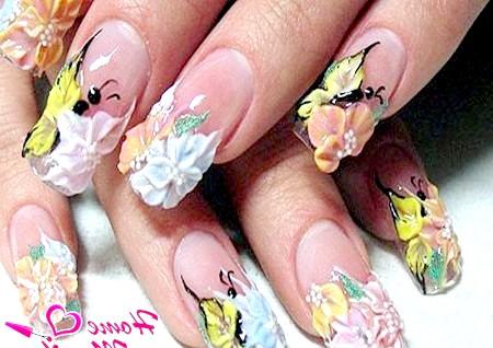 Фото - насичена акрилова композиція на нігтях