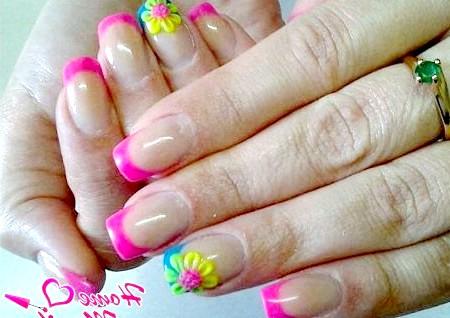 Фото - рожевий френч з ліпленням на безіменних пальцях
