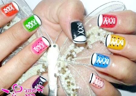 Фото - різнокольорові кеди на нігтях