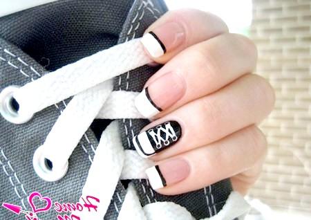 Фото - стильний френч і кеда на безіменному пальці