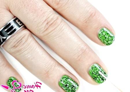 Фото - простий і стильний зелений манікюр