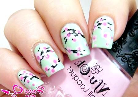 Фото - точковий малюнок сакури на нігтях