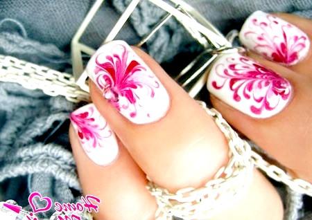 Фото - красиві витіюваті візерунки на нігтях