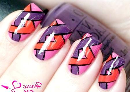 Фото - нескладний геометричний дизайн нігтів