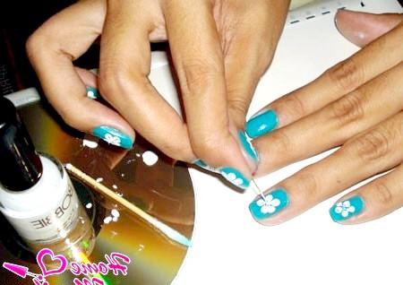 Фото - прості малюнки голкою на нігтях
