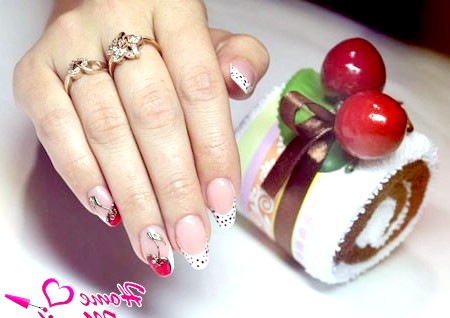 Фото - стилізоване під вишеньки лиття на нігтях