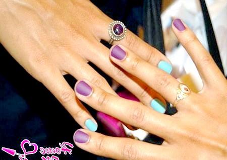 Фото - фіолетово-блакитні нігті