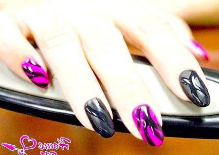 Фото - красивий чорно-рожевий дизайн нігтів