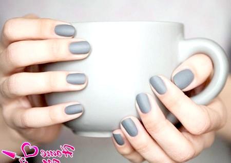 Фото - матовий лак для нігтів в сірих тонах