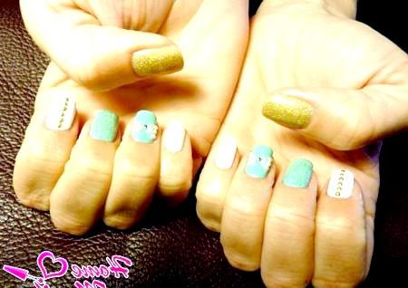 Фото - модні нігті зі стразами