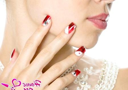 Фото - стильні нігті Impress на руках дівчини