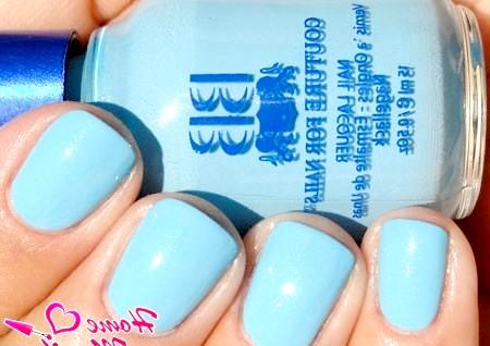 Фото - пастельний блакитний лак для нігтів