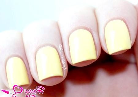 Фото - теплий жовтий відтінок нігтів