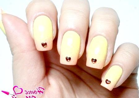 Фото - пастельний градієнт на нігтях в жовтих тонах