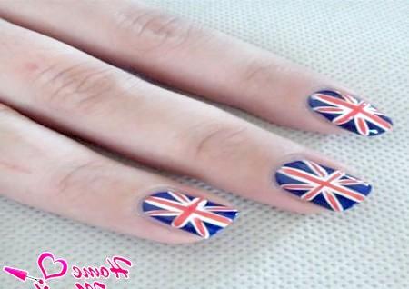 Фото - готовий британський прапор на нігтях