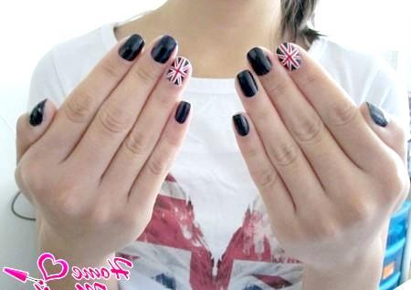 Фото - акцент на два пальці з британським дизайном