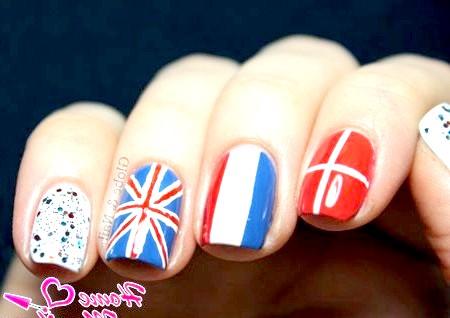 Фото - британський французький і датський прапор на нігтях