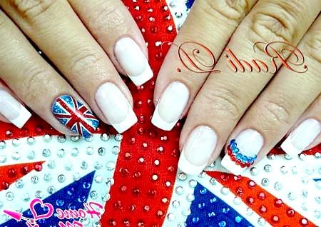 Фото - стильний френч зі стразами і прапором Великобританії
