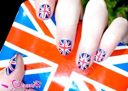 Фото - нігті і чохол з британським прапором