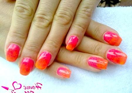 Фото - яскравий і модний дизайн нігтів гель лаками
