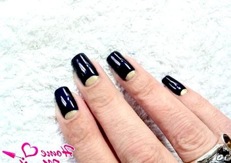 Фото - чорно-золотий місячний дизайн нігтів гель лаком