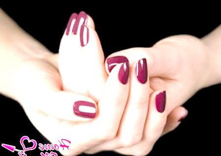 Фото - насичений винний колір гель лакового манікюру