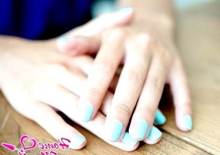 Фото - блакитний пастельний колір гель лаку