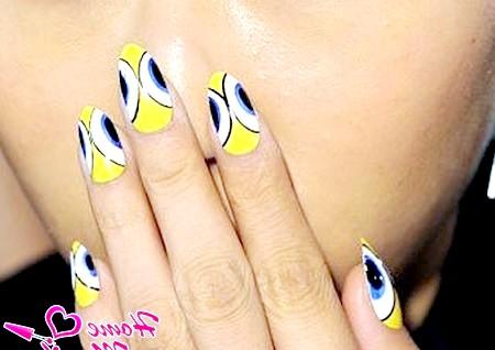 Фото - абстрактний дизайн нігтів з модного показу 2014