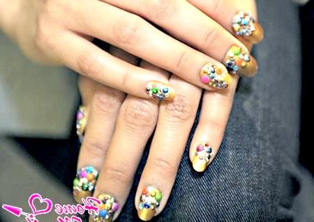 Фото - об'ємний декор на нігтях в стилі конфеті