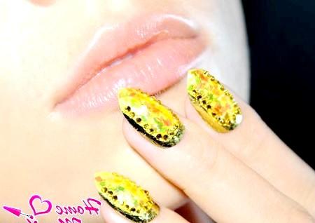 Фото - річний дизайн нігтів з об'ємним декором