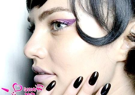 Фото - нігті в тон кольору волосся