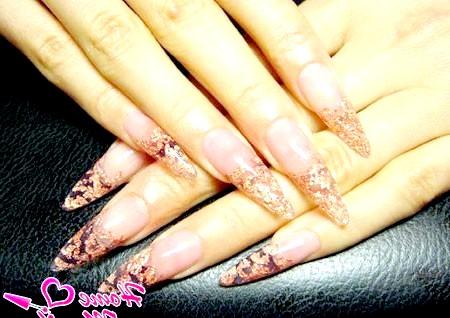 Фото - осінній дизайн нігтів зі слюдою